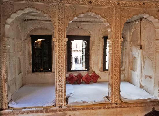 Narayan Niwas Castle jhunhjunu bedroom view 1