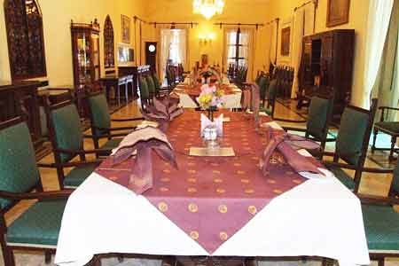 Dining area at Nilambagh Palace Hotel in Bhavnagar