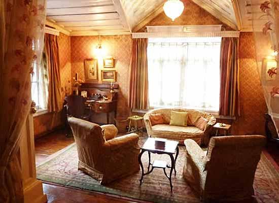Chapslee shimla sitting room