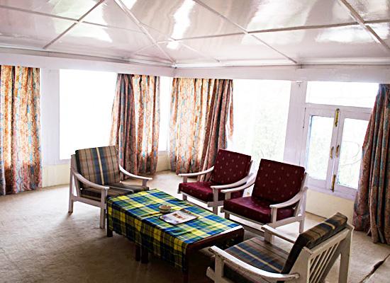 Hotel Ros Common kassauli sitting area in bedroom