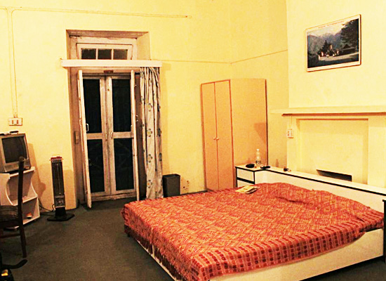 Hotel Ros Common kassauli bedroom