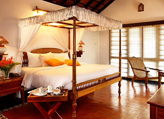 Hotel Punnamada Back Water Resort alleppey bedroom