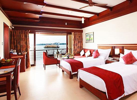 Hotel Lake Palace Resort alleppey bedroom