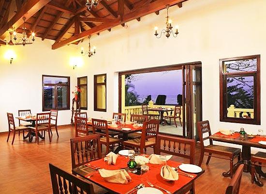 Poovath Hotel Kochi Dining