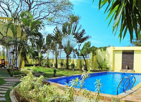 Poovath Hotel Kochi Swimming Pool