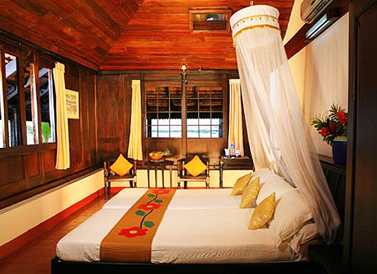 Kayaloram Lake Resort Alleppey Room