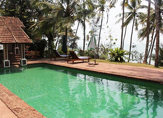 Ayisha Manzil Kozhikode, Kerala Poolside