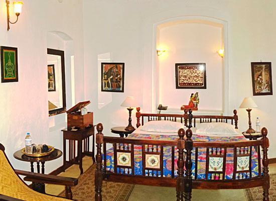 Hotel De L'orient pondicherry bedroom