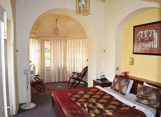 Hotel Padmini Nivas mussoorie bedroom