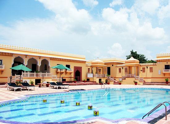Amar Mahal Orccha Poolside