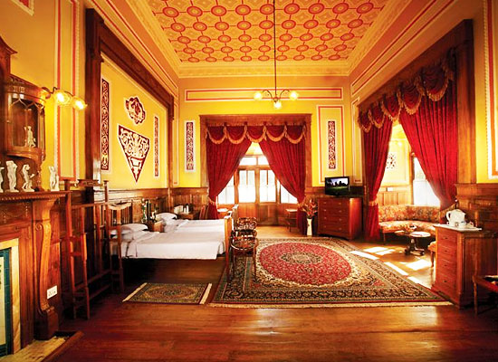 Ferrnhills Royale Palace Ooty Room