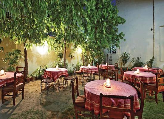 chirmi palace hotel jaipur garden sitting area