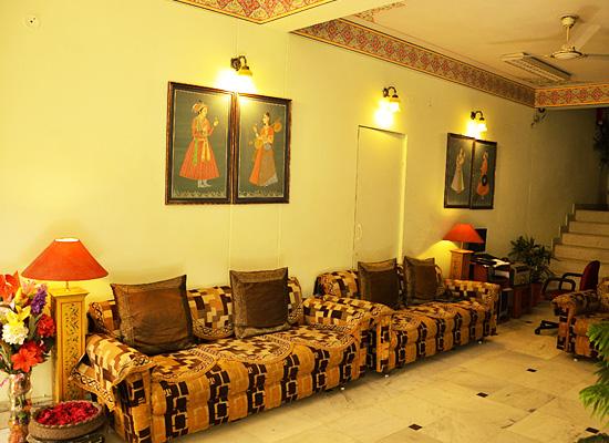 Hotel Sarang Palace jaipur living area