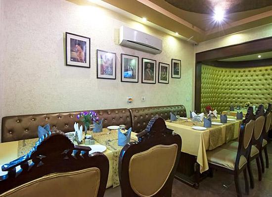 Hotel Siris 18 agra sitting area