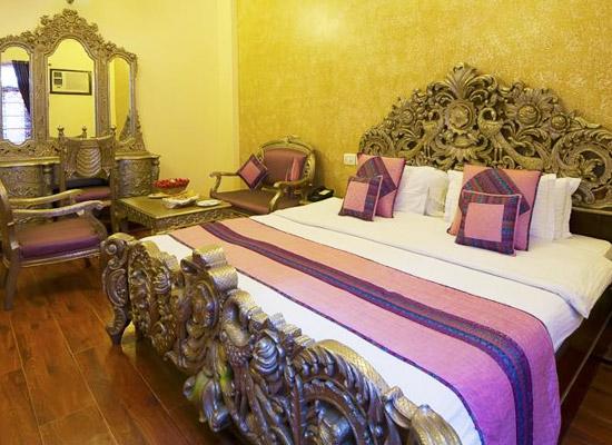 Hotel Siris 18 agra bedroom