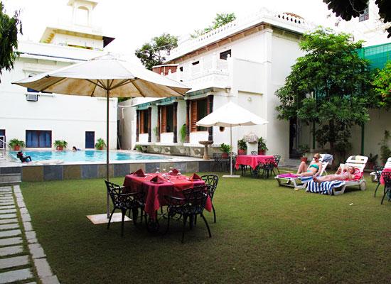 Hotel Mahendra Prakash udaipur ouside area