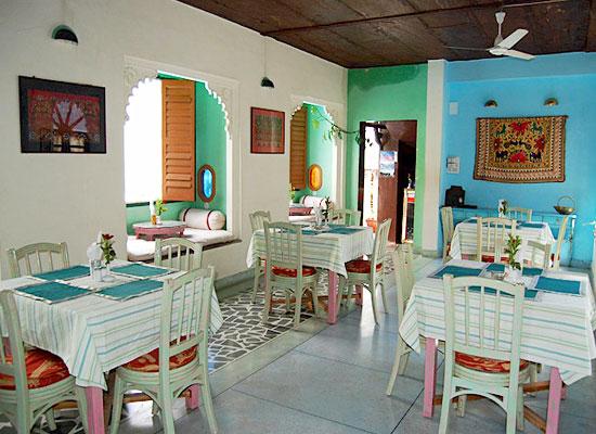 Hotel Mahendra Prakash udaipur dining area