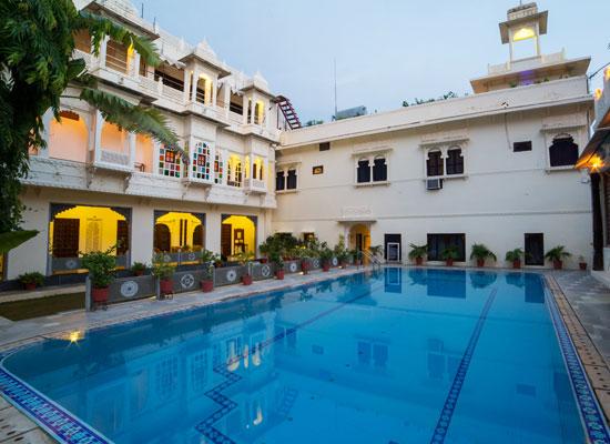 Hotel Mahendra Prakash udaipur pool view