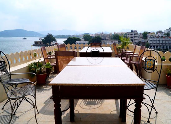 Hotel Aashiya Haveli udaipur roof dining area