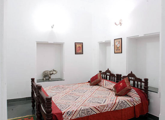 Hotel Aashiya Haveli udaipur bedroom