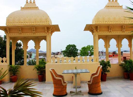 Hotel Boheda Palace udiapur roof sitting area