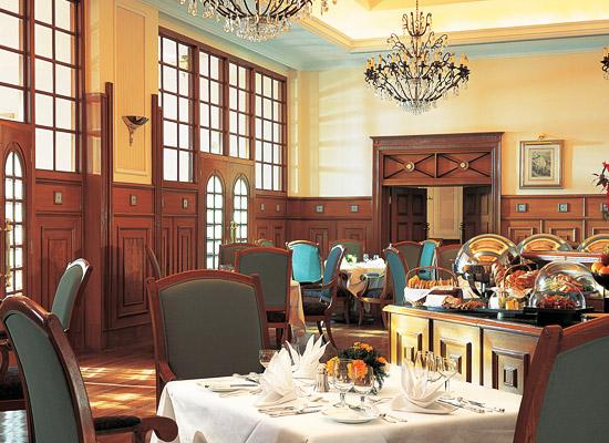 Oberoi Cecil shimla dining sitting area