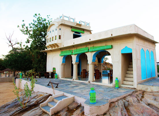 Lakshman Sagar pali exterior