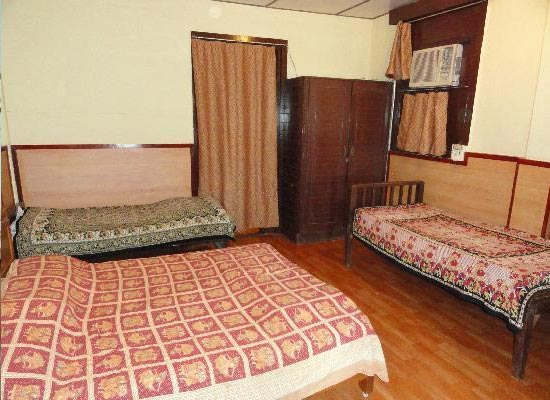 Lords Central Hotel matheran bedroom