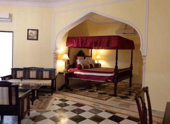 Hotel Raj Mahal orchha bedroom