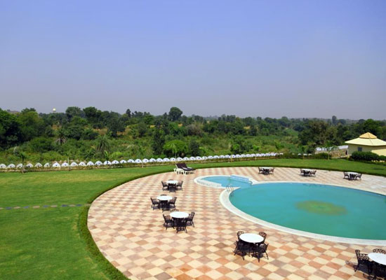Hotel Raj Mahal orchha pool view