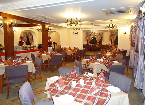 Cama Rajputana Club Resort mount abu dinning room