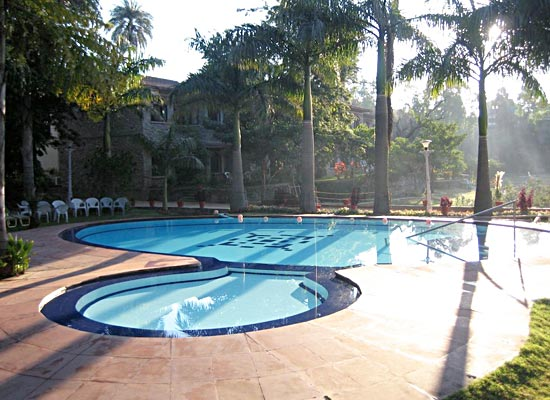 Cama Rajputana Club Resort mount abu pool